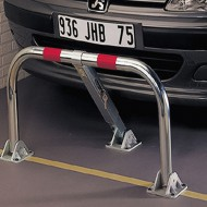 Barrera de aparcamiento abatible indeformable